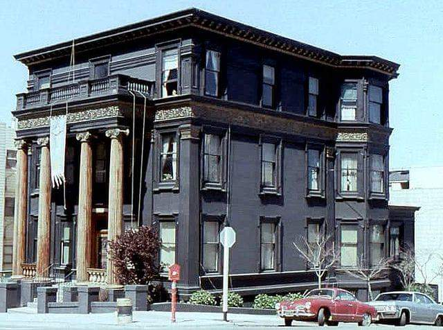 File:Jefferson Airplane House on Willard N and Fulton c 1968.jpg