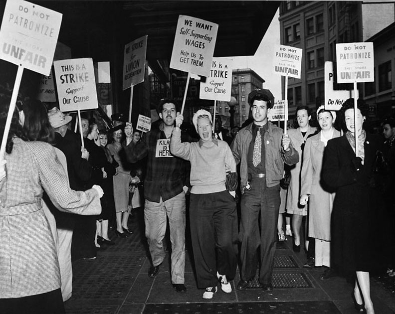 Picket-line-oakland-1946 00735933a ih.jpg