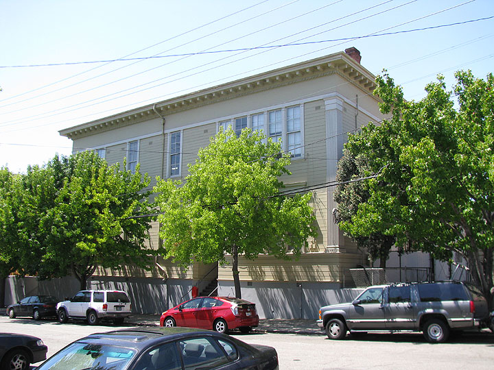 Dogpatch-Irving-M-Scott-School-from-front-on-Tennessee 9927.jpg