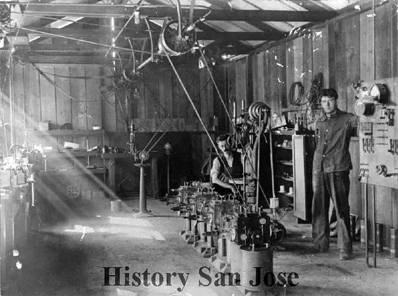 Doug-Perham-(at-right)-with-fellow-technician-C.-Albertus-of-Denmark-on-Federals-factory-floor-in-1909 Perham-Collection-of-Early-Electronics,-History-San-Jose,-2003-37-168.jpg