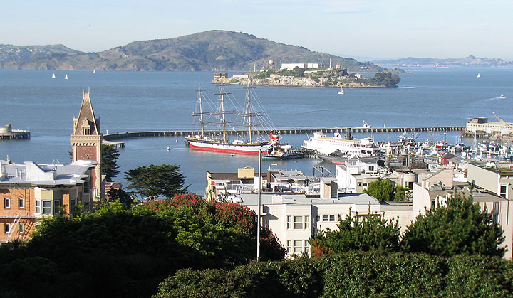 Image:Balclutha-w-ghirardelli-sq-and-angel-island-big-view 2346.jpg