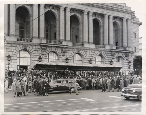 UN Conf apr 25 1945 crowd outside opera house after first meeting aad-8891.jpg