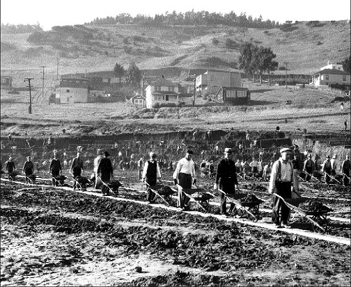 Wpa-workers-excavating-bayview-hill.jpg