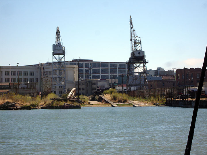 File:View-towards-old-cranes-at-20th-and-Illinois-4597.jpg