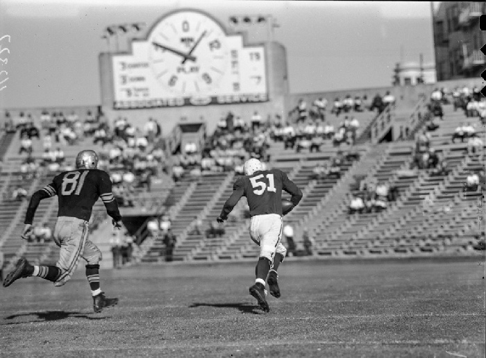 49er right end Bob Titchenal running for 42-yard TD reception against Brooklyn Dodgers, September 22nd 1946 wnp14.5163.jpg