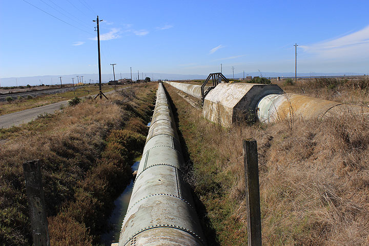 Hetch-hetchy-pipes-Newark 5845.jpg