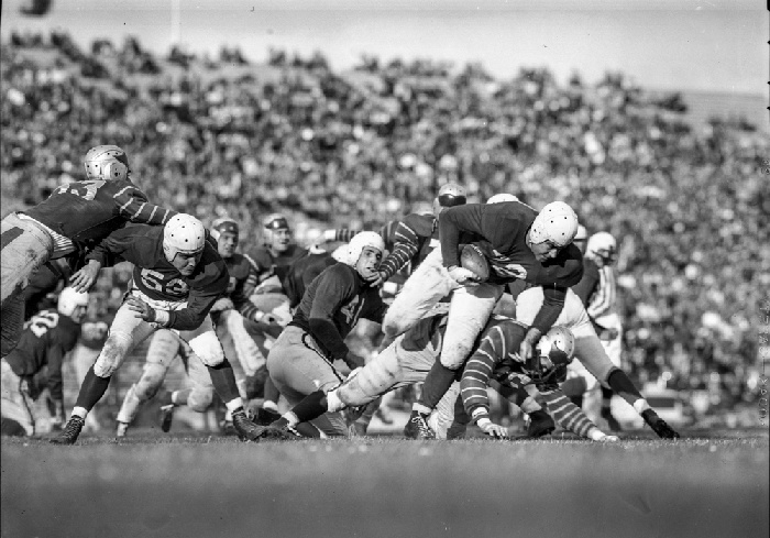 49er running back Norm Standlee running the ball against the Buffalo Bisons, November 2, 1946 wnp14.5001.jpg