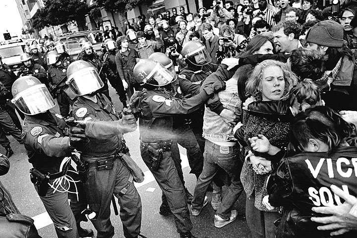 Cops-pepper-spraying-protestors-at-anti-Gulf-War-demo-1981-downtown-SF-by-Keith-Holmes.jpg