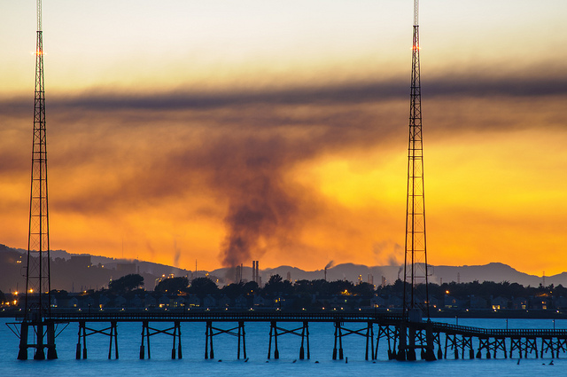 Chevron Refinery Fire from Albany Bulb 6 aug 2012-Michael Moore.jpg