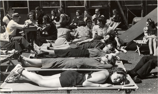 Aug 20 1938 Striking workers from Kress and Newberry stores relaxing on the roof of the Retail Department Store Employees Union headquartersAAD-5429.jpg