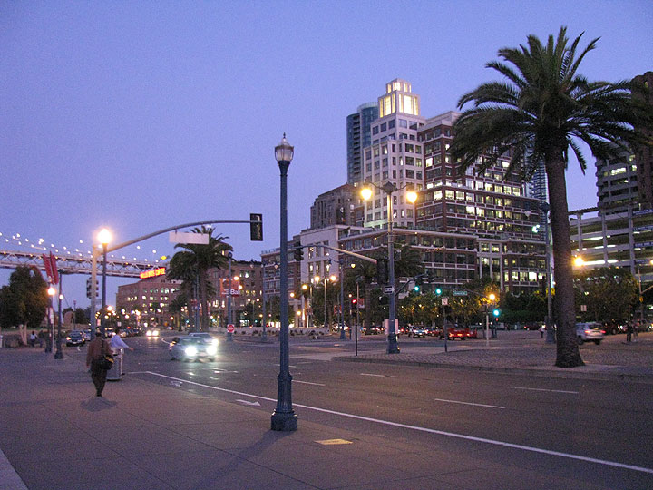 Embarcadero-near-ferry-bldg-at-dusk 2802.jpg