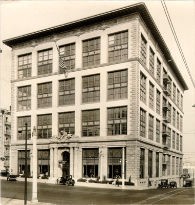 Don Lee automobile dealership at Van Ness Avenue and O'Farrell Street 1928 AAD-4657.jpg