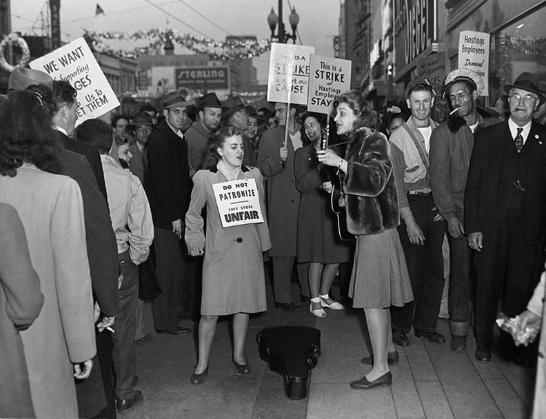 Picket-line-Oakland-General-Strike-1946 00735932a ih.jpg