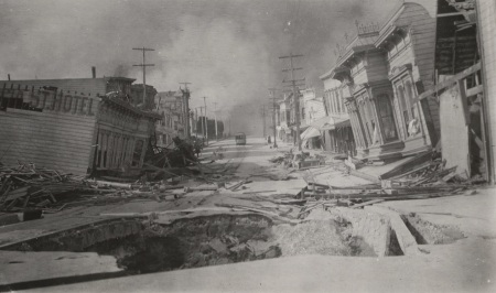 File:1906-looking-north-along-valencia-street-sink-hole-in-foreground-and-sunken-valencia-st-hotel-at-left-hb5199p12j-fid4.jpg