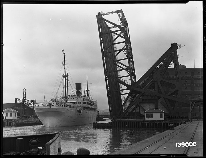 3rd-Street-Bridge-Open-with-the-Ship-SS-Talamanca-Going-Out-Under-the-Bridge-with-Tug-Boat- May-13-1933 U13900B.jpg
