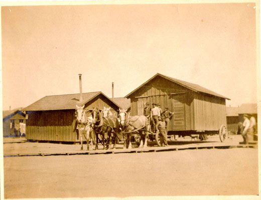 1906 moving quake shack AAC-2847.jpg