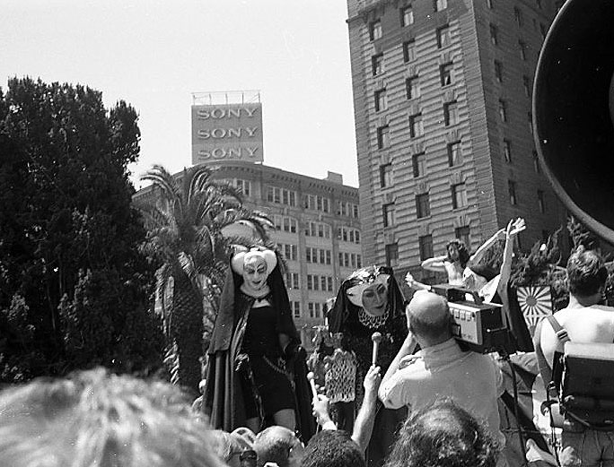 File:Sisters-of-Perpetual-Indulgence-at-Union-Square-bible-thumper-rally 015.jpg