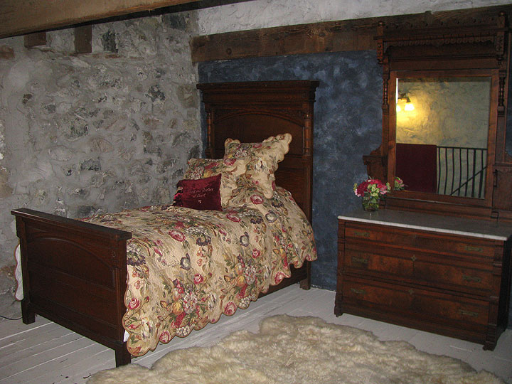 File:Albion-old-bed-in-stone-bedroom 5890.jpg