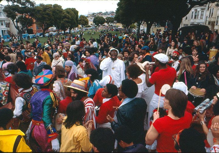 Image:Crowd-at-west-end-of-precita-park.jpg