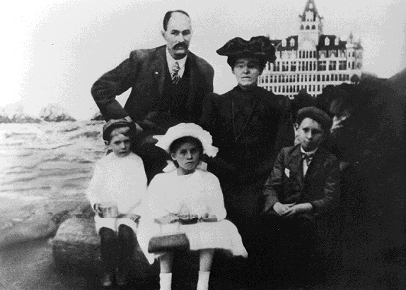 File:Richmond$simmons-family-1903.jpg