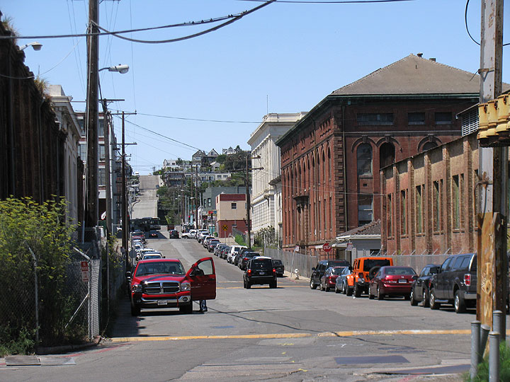 File:Dogpatch-view-west-on-20th-2012 9895.jpg