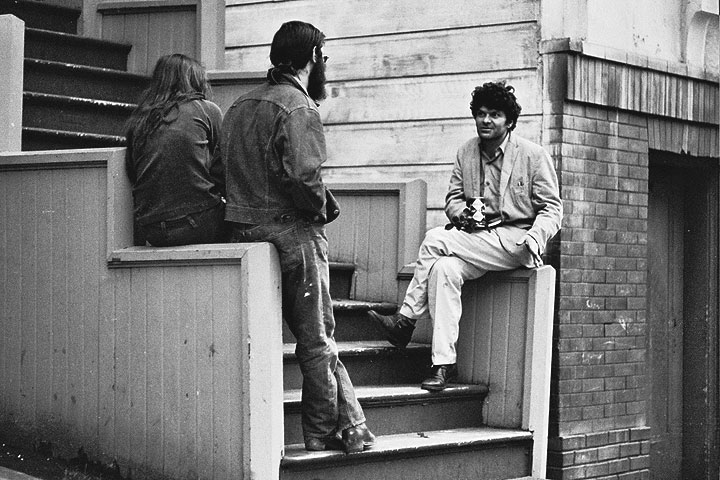 Image:Gregory-korso-on-stairs-talking-to-friends 0387 Chuck-Gould.jpg