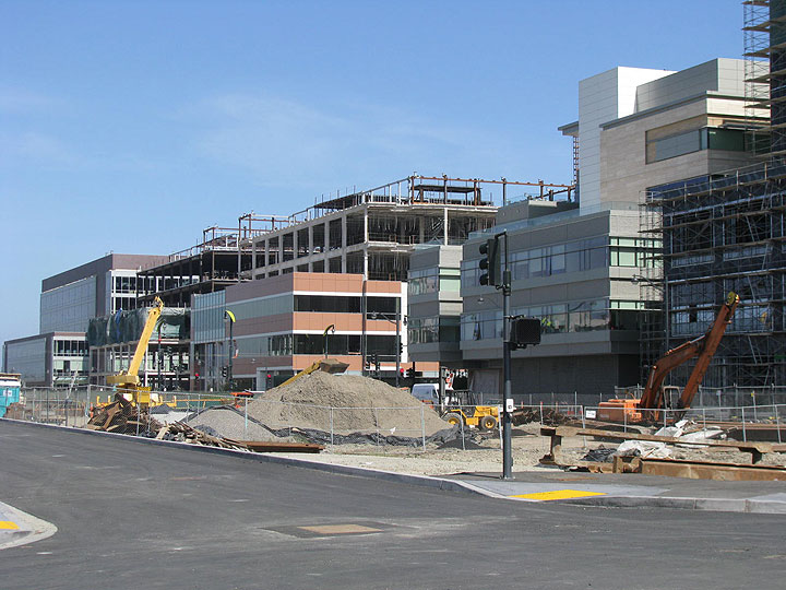 File:Mission-bay-campus-under-construction-may-2009 9100.jpg