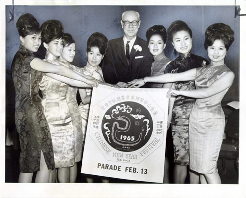Image:John Shelley with 7 Miss Chinatown contenders 1965 AAB-7038.jpg
