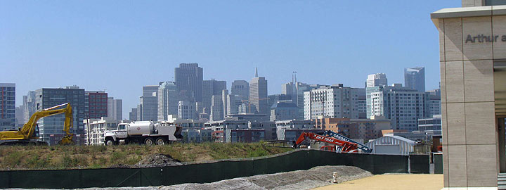 Image:View-of-skyline-from-Mission-Bay-w-construction-in-foreground 9105.jpg