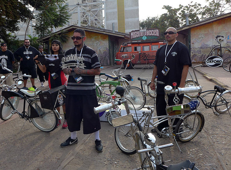 Low-rider-bicycle-culture-in-Chile-2016-at-FMB P1070327.jpg