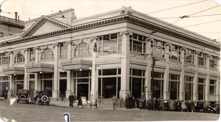 Automobile dealership at Van Ness Avenue and Geary Street apr 18 1923 AAD-4651.jpg