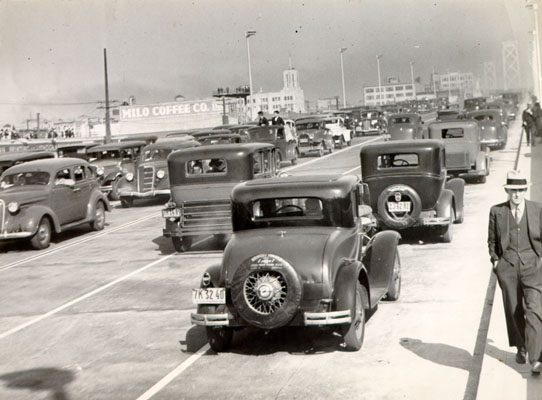 File:Opening day of the San Francisco-Oakland Bay Bridge Nov 12 1936 AAD-2287.jpg