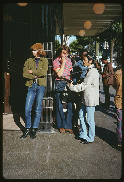 Cushman-1967-Haight-and-Masonic-hippies-P15560.jpg