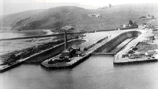 File:Bayvwhp$hunters-point-drydocks-1920s.jpg