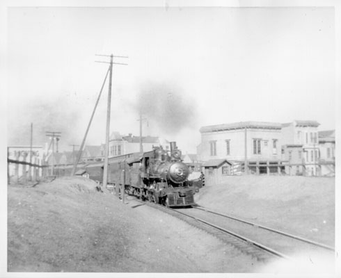 Train passing through 22nd and Folsom 1907 AAC-8238.jpg