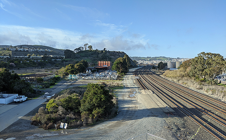 File:North-view-of-caltrain-tracks-at-Brisbane 20200126 160255.jpg