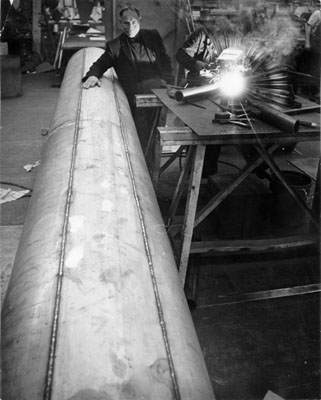 Bufano in his workshop 1962 AAC-9210.jpg