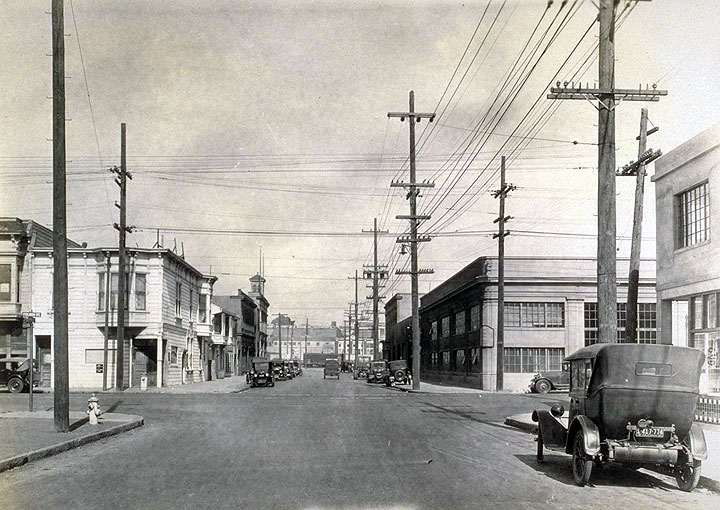East-on-13th-St.-from-Folsom-St.-Aug.-1927.jpg