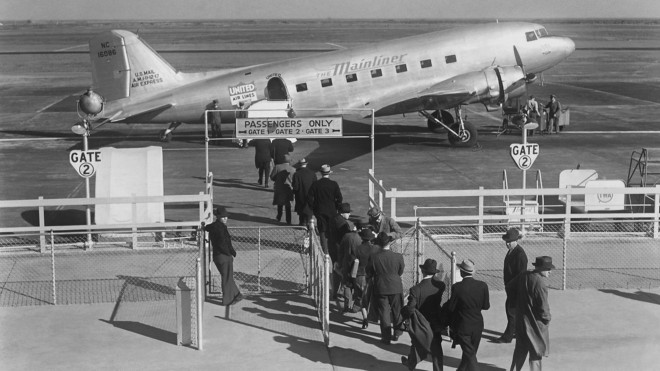 Passengers board United Air Lines Douglas DC-3 at San Francisco Airport 1938 pub 1997.52.050.002b 0.jpg