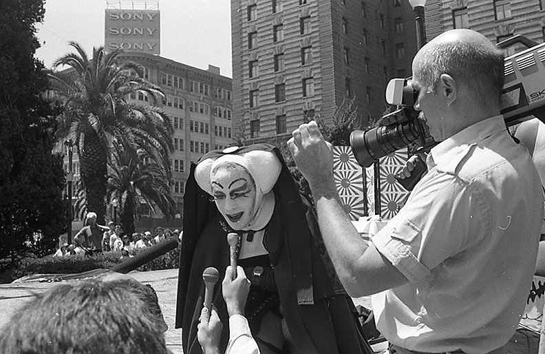 File:Sister-of-Perpetual-Indulgence-at-Union-Square 014.jpg