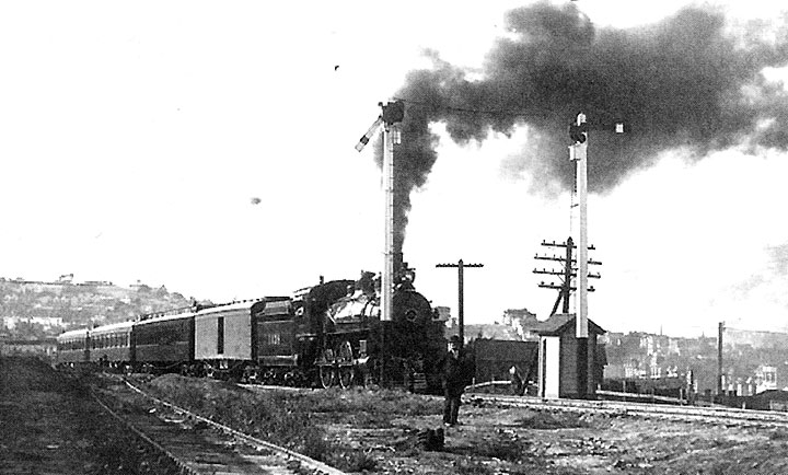1904-southbound-train-at-Bernal-just-north-of-Glen-Park.jpg