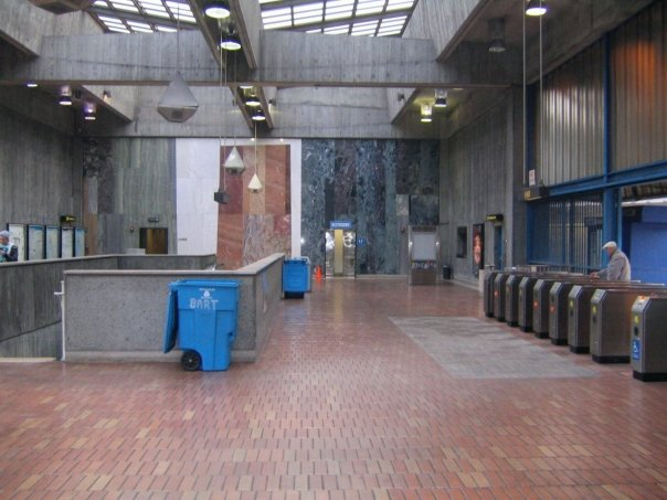 Glen park station concourse.jpg
