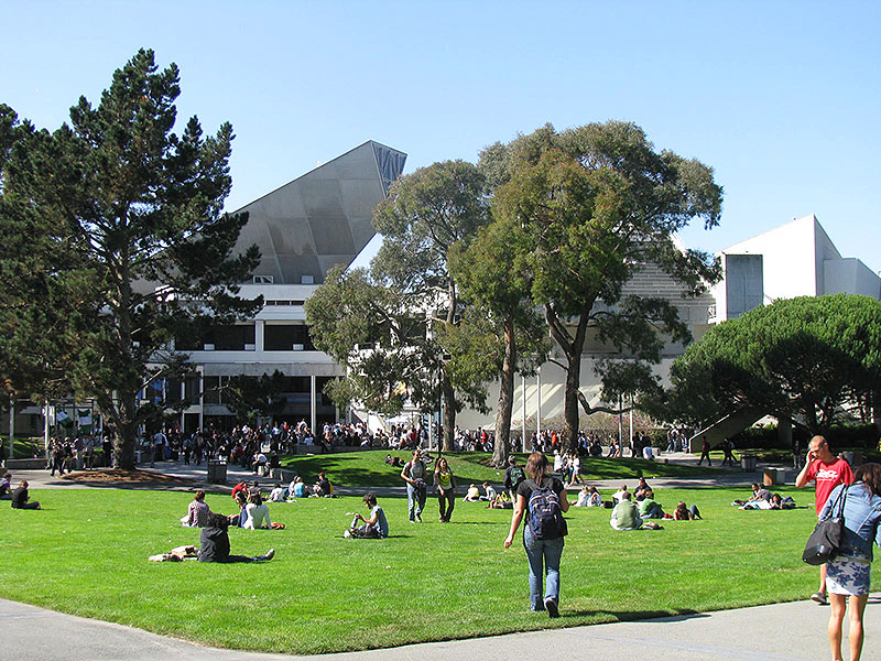 Sfsu-student-union-across-lawn-from-east 4455.jpg
