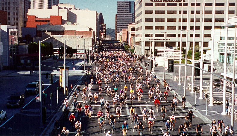Critical-Mass-June-1996-east-on-Howard-at-Moscone-Center.jpg