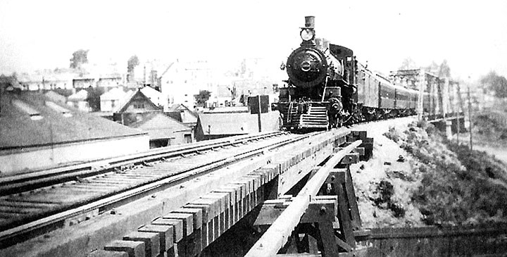 1907-southbound-train-on-Dolores-St-Bridge.jpg