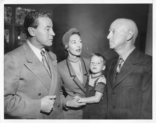 File:Nov 4 1952 Vincent Hallinan and wife and daughter AAD-2831.jpg