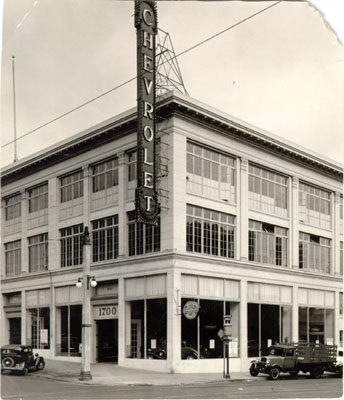 Chevrolet dealership at Van Ness Avenue and Sacramento Street 1933 AAD-4649.jpg