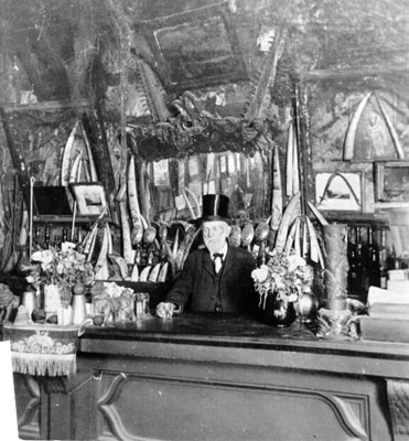 File:Cobweb Palace man at bar AAB-1903.jpg