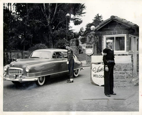 File:Military personnel at the Lombard Gate entrance to the Presidio March 3 1950 AAC-0968.jpg