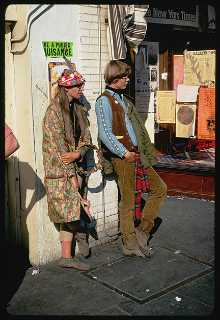 Cushman-Oct-26-1967-2-hippies-on-Haight-P15596.jpg